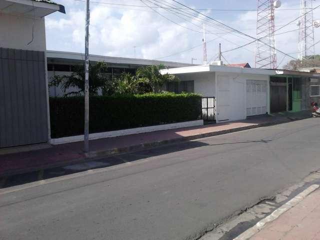 Se vende casa señorial ubicada en la parte central