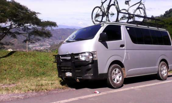 Rento microbus toyota hiace con chofer desde $80.